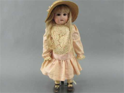 A JULLIEN FRENCH BISQUE DOLL