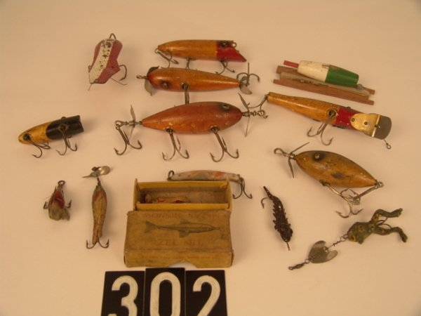 302: LOT OF 11 ANTIQUE WOOD AND OTHER FISHING LURES