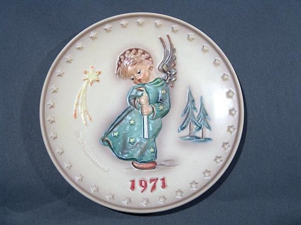 800: 1971 HUMMEL PLATE no chips, cracks or repairs