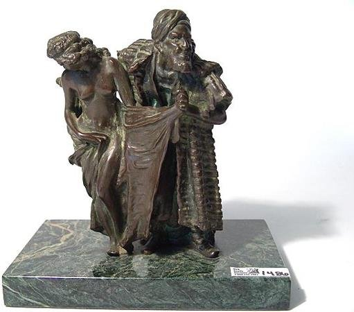 1486: BRONZE SCULPTURE OF ARAB SLAVE TRADER WITH NUDE