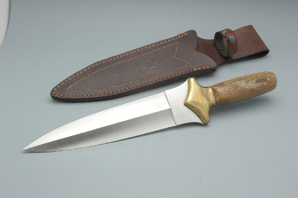 A CROWNING 440 STAINLESS KNIFE AND SHEATH - 4