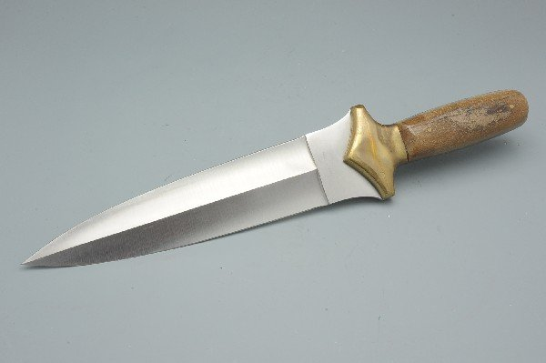 A CROWNING 440 STAINLESS KNIFE AND SHEATH - 5