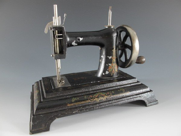COMBY & PANISSET BABY CHILD'S SEWING MACHINE