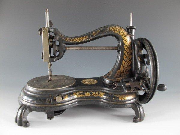JONES FIDDLE BASE RECIPROCATING SHUTTLE SEWING MACHINE