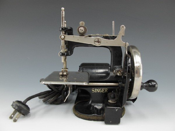 SINGER MODEL J-1 SEWING MACHINE
