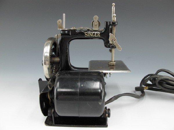 SINGER MODEL J-1 SEWING MACHINE - 4