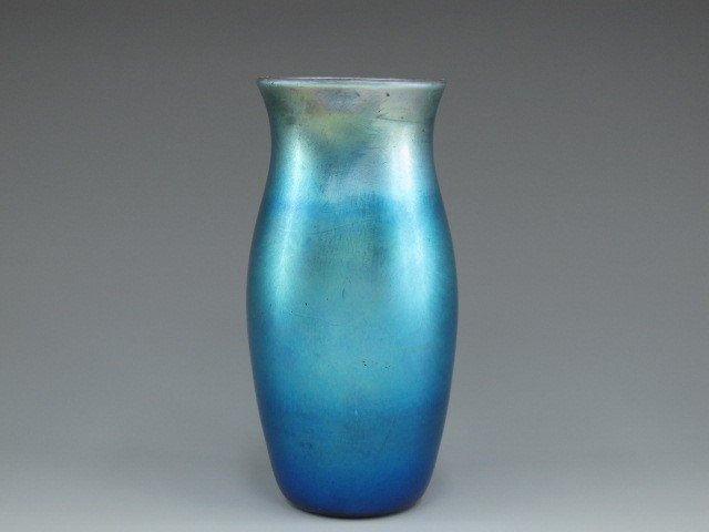 AN L.C. TIFFANY BLUE FAVRILE ART GLASS VASE