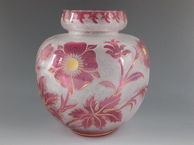 A ST. LOUIS FRENCH CAMEO GLASS VASE