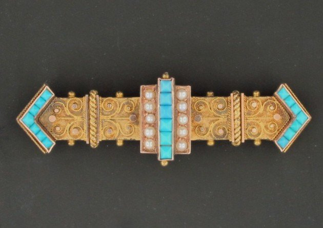 10: A PEARL, PERSIAN TURQUOISE AND ETRUSCAN PIN
