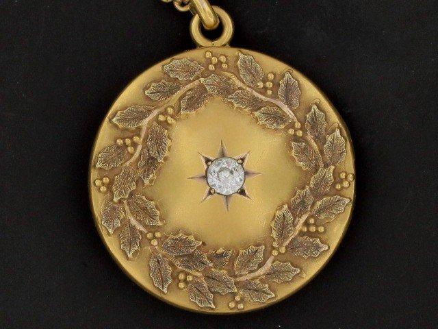 12: VICTORIAN LOCKET WITH DIAMOND, CIRCA 1910