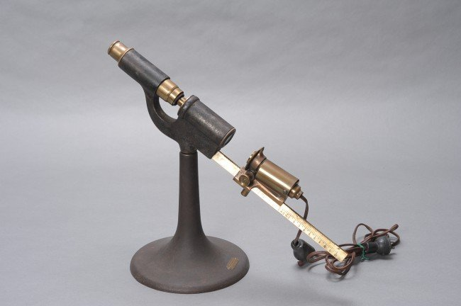AN ANTIQUE MEDICAL RAYOMETER