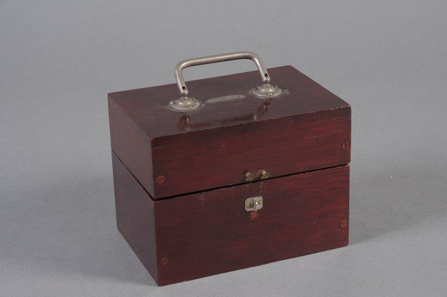 19TH CENTURY ENGLISH MEDICAL BATTERY BY EVER READY