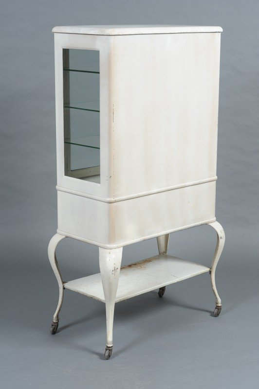 AN ANTIQUE WHITE METAL MEDICAL CABINET - 10
