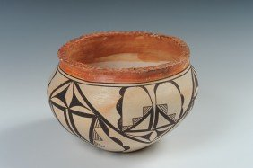 AN ACOMA PIE CRUST EDGE POT, DATED 1939