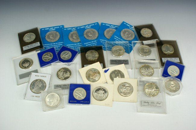 FOREIGN AND UN SILVER MEDALLIONS, FRANKLIN MINT