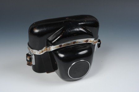 A ZEISS IKON CONTAREX CAMERA AND COVER