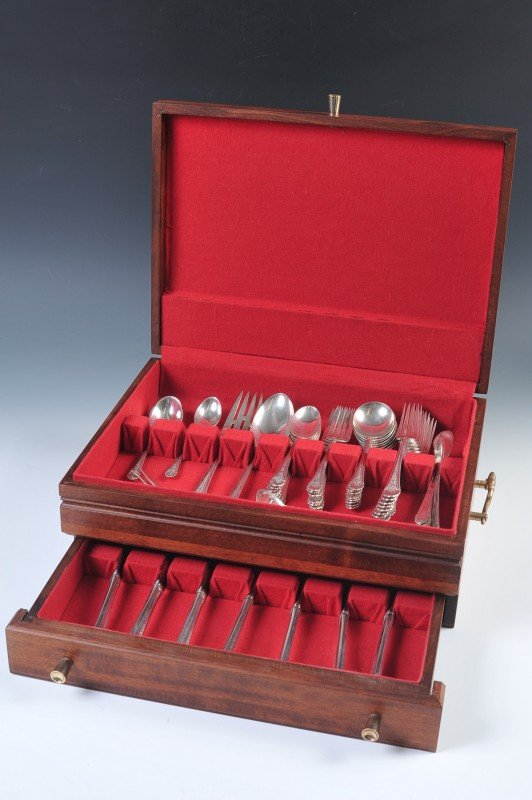 TOWLE ROYAL WINDSOR STERLING SILVER FLATWARE SERVICE