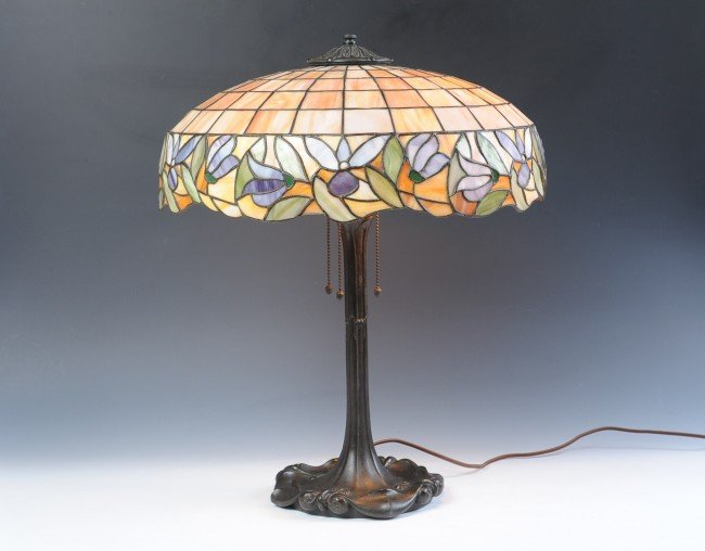 CIRCA 1920 STAINED & LEADED GLASS TABLE LAMP