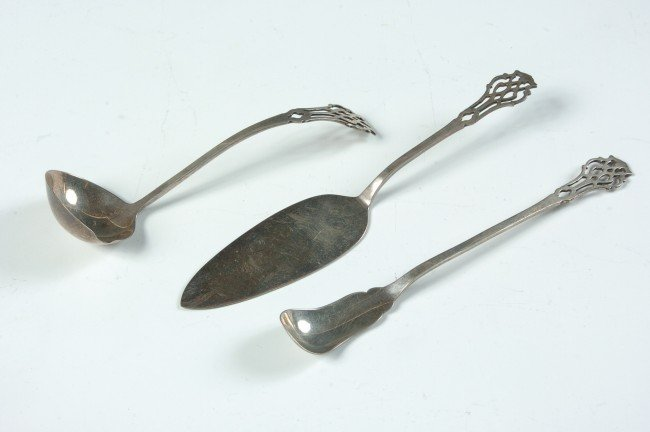 LUNT CHIPPENDALE STERLING SILVER FLATWARE