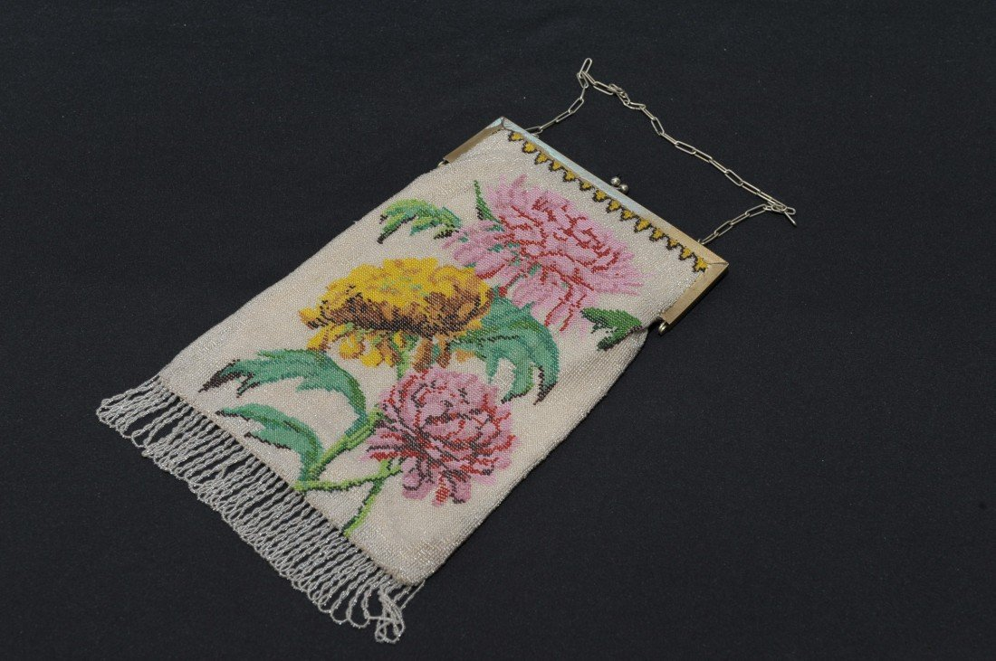 LARGE FINE VICTORIAN BEADED PURSE W/MUMS