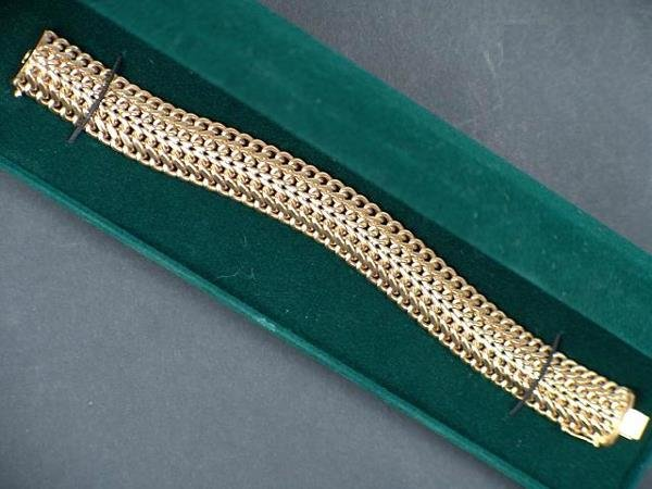 317: GOLDEN MESH RIBBED NECKLACE W/GREEN BOX