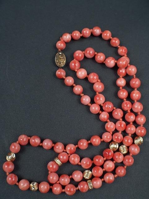 320: 8.5MM PINK AND ORANGE CORAL NECKLACE IN OPERA LENG