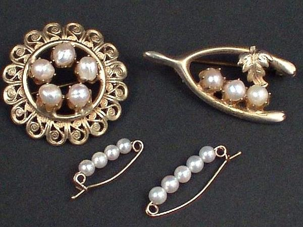 323: LOT OF 4 ITEMS WITH THREE BROOCHES, ETC.