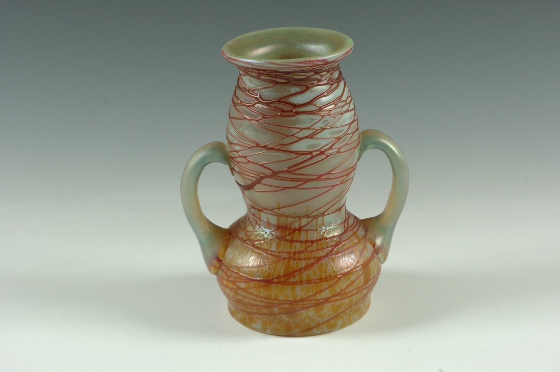 AN AUSTRIAN ART GLASS VASE WITH THREADING OVER OIL SPOT