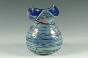 A BEAUTIFUL AUSTRIAN ART GLASS VASE WITH POLISHED PONTI