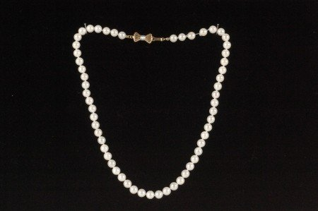 100A: A 15-INCH STRAND OF CULTURED PEARLS WITH 14K CLAS