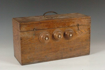 162: RARE UNIVERSAL SUPPLY OAK BATTERY C. 1900