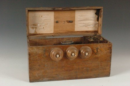 162: RARE UNIVERSAL SUPPLY OAK BATTERY C. 1900 - 4