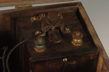 162: RARE UNIVERSAL SUPPLY OAK BATTERY C. 1900 - 7