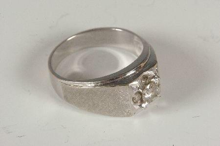 GENT'S 14KT WHITE GOLD W .60 CARAT DIAMOND RING