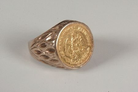 GENTS UNMARKED YEL GOLD RING WITH CINCO PESOS