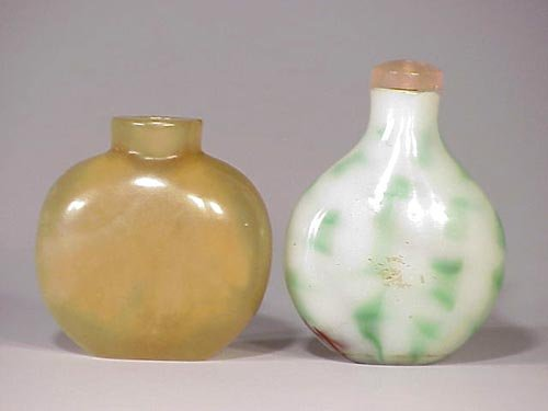 131: Green and white glass snuff bottle