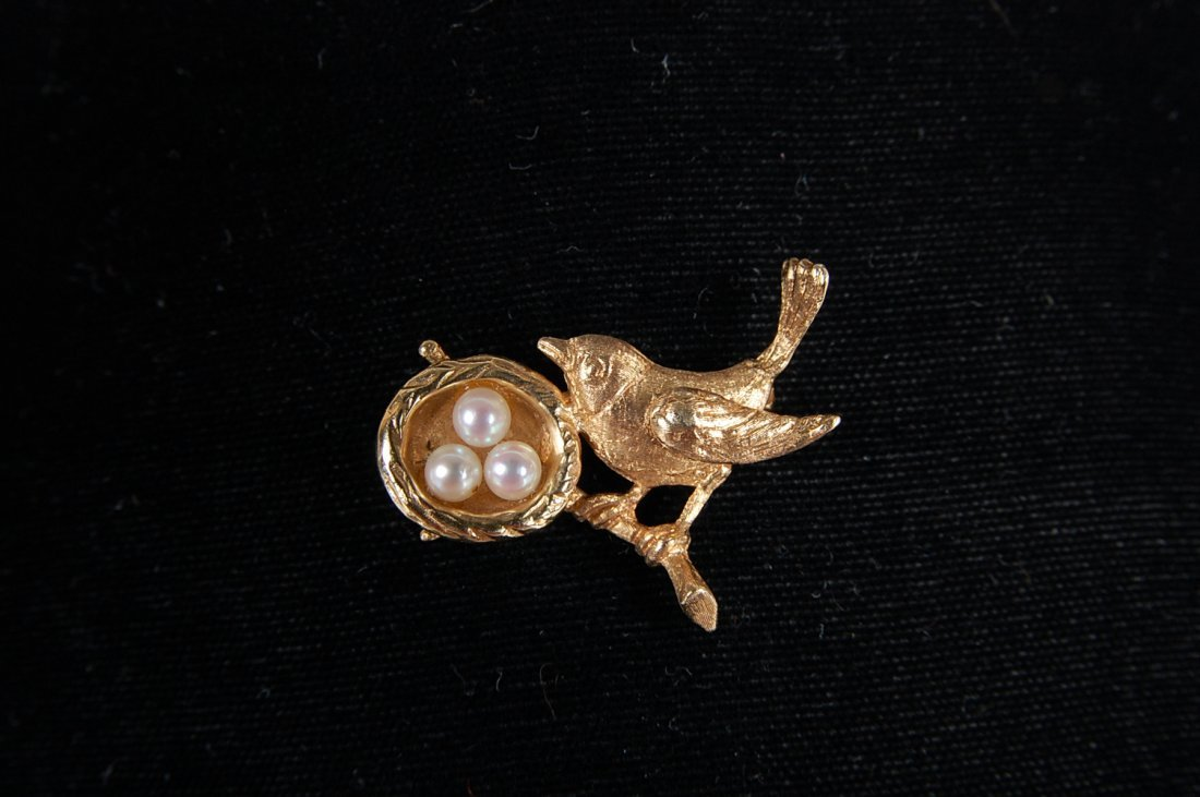 14K GOLD PIN WITH BIRD, NEST AND PEARL 'EGGS'