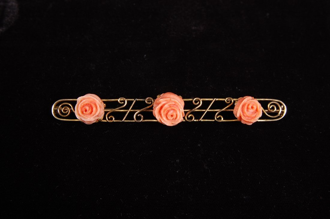 ANTIQUE ROSE GOLD BAR PIN WITH CARVED CORAL ROSES