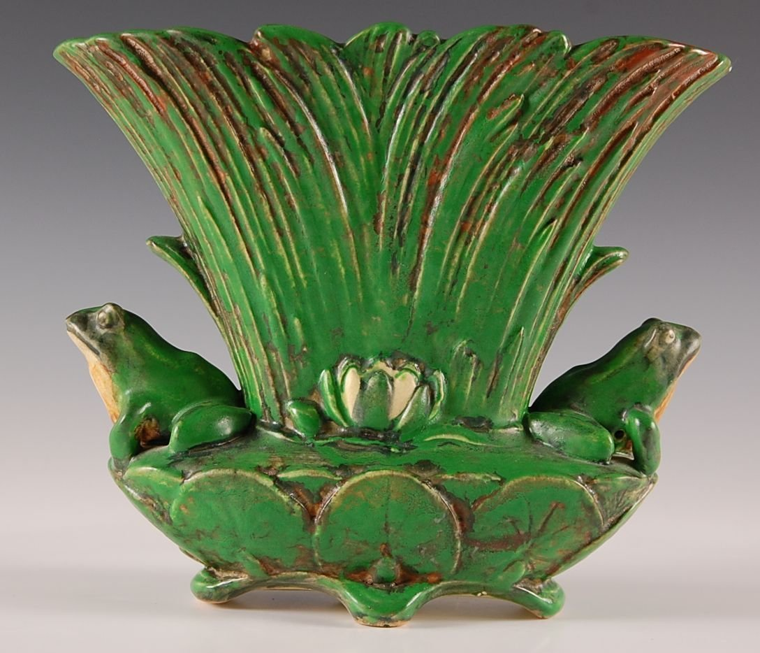 WELLER COPPERTONE VASE WITH FROGS