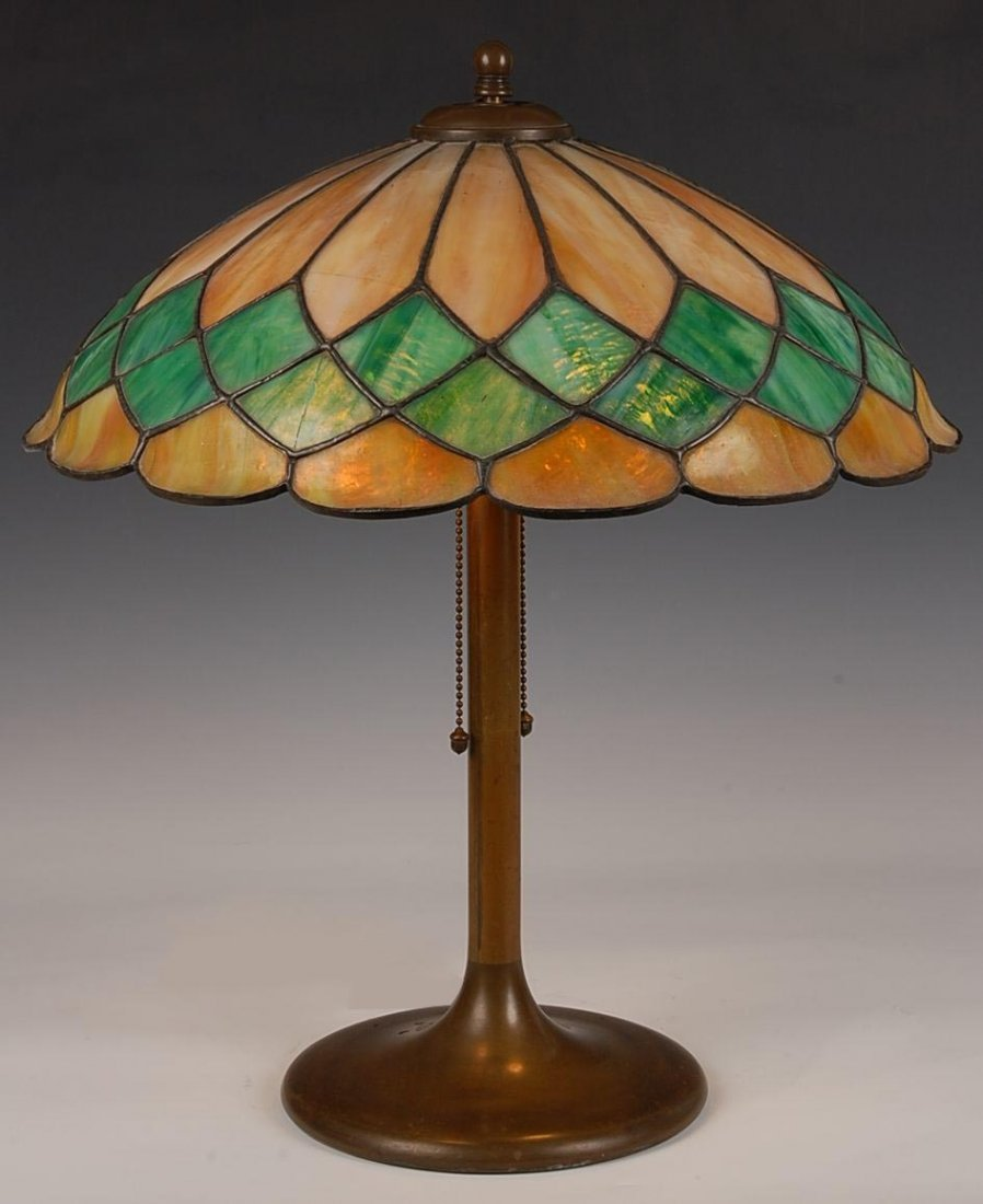 STAINED AND LEADED GLASS TABLE LAMP