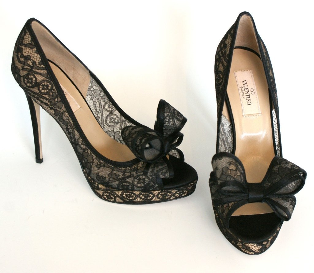 VALENTINO PEEP-TOE BOW LACE PUMPS - BLK - SZ 7.5
