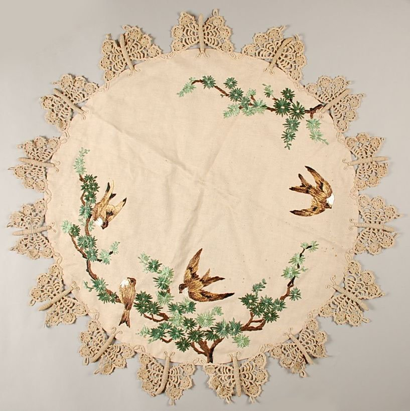 EMBROIDERED LINEN ARTS AND CRAFTS CIRCULAR TABLE CLOTH