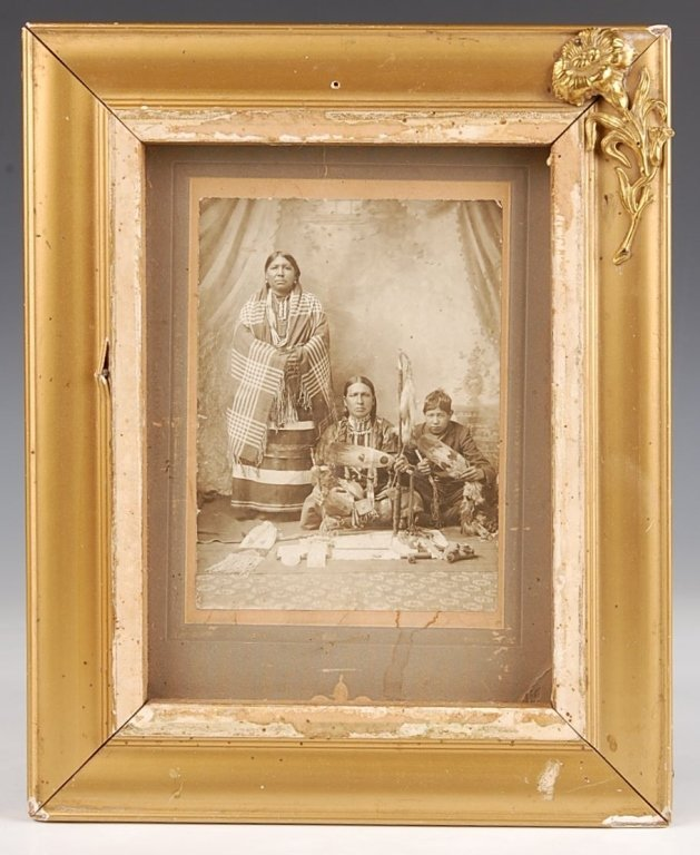 C. 1900 CABINET CARD PHOTOGRAPH OF NATIVE AMERICANS