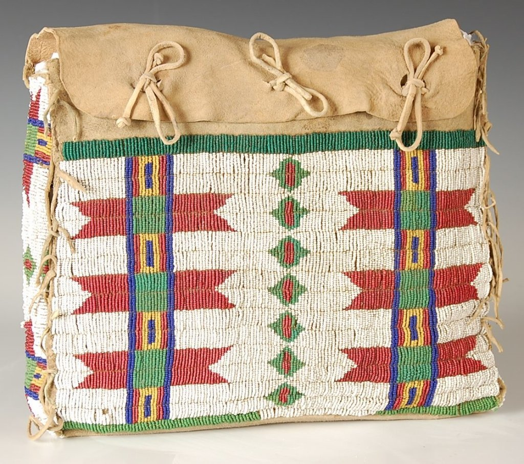 19TH CENTURY ARAPAHO POSSIBLE BAG W BEADED DECORATION