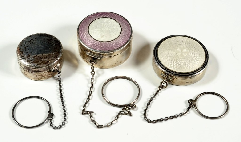 THREE STERLING SILVER COMPACTS INCL. GUILLOCHE ENAMEL