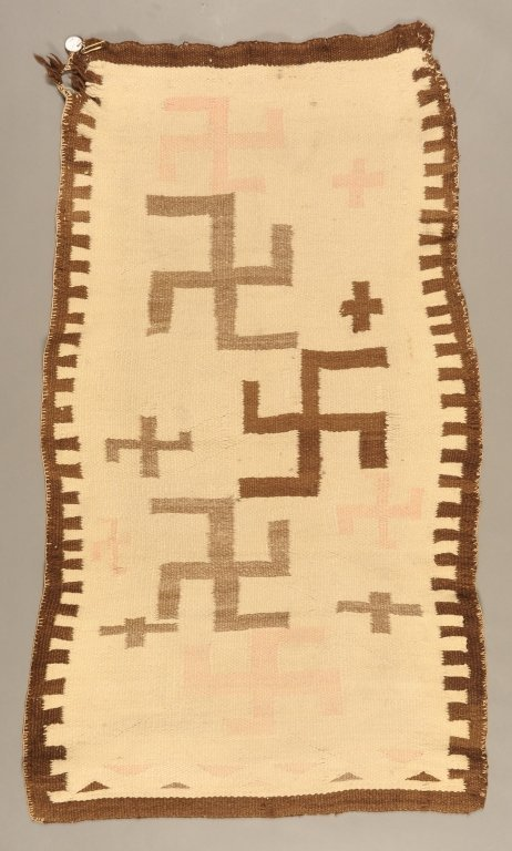 EARLY 20TH C. NAVAJO WEAVING WITH FLOATING WHIRLING