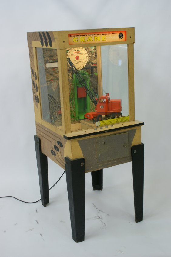 WILLIAMS COIN-OP ARCADE GAME WITH TOY CRANE BY MODEL