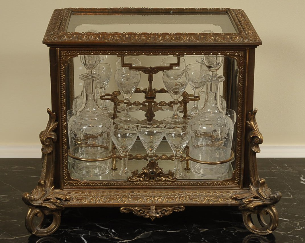 19TH CENTURY FRENCH GILT BRONZE TANTALUS LIQUOR CASKET