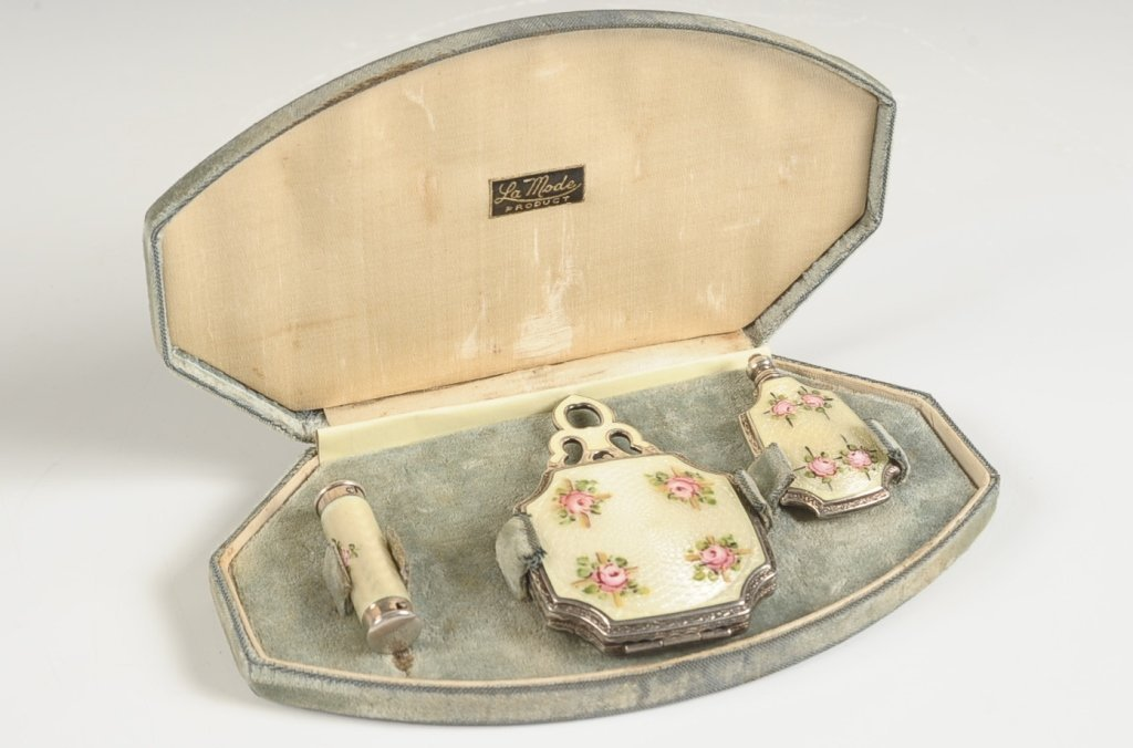 LA MODE GUILLOCHE VANITY SET IN PRESENTATION BOX