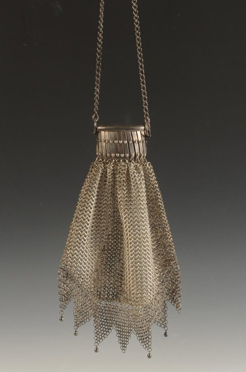 RING MESH PURSE WITH A SCISSOR-NECK CLOSURE